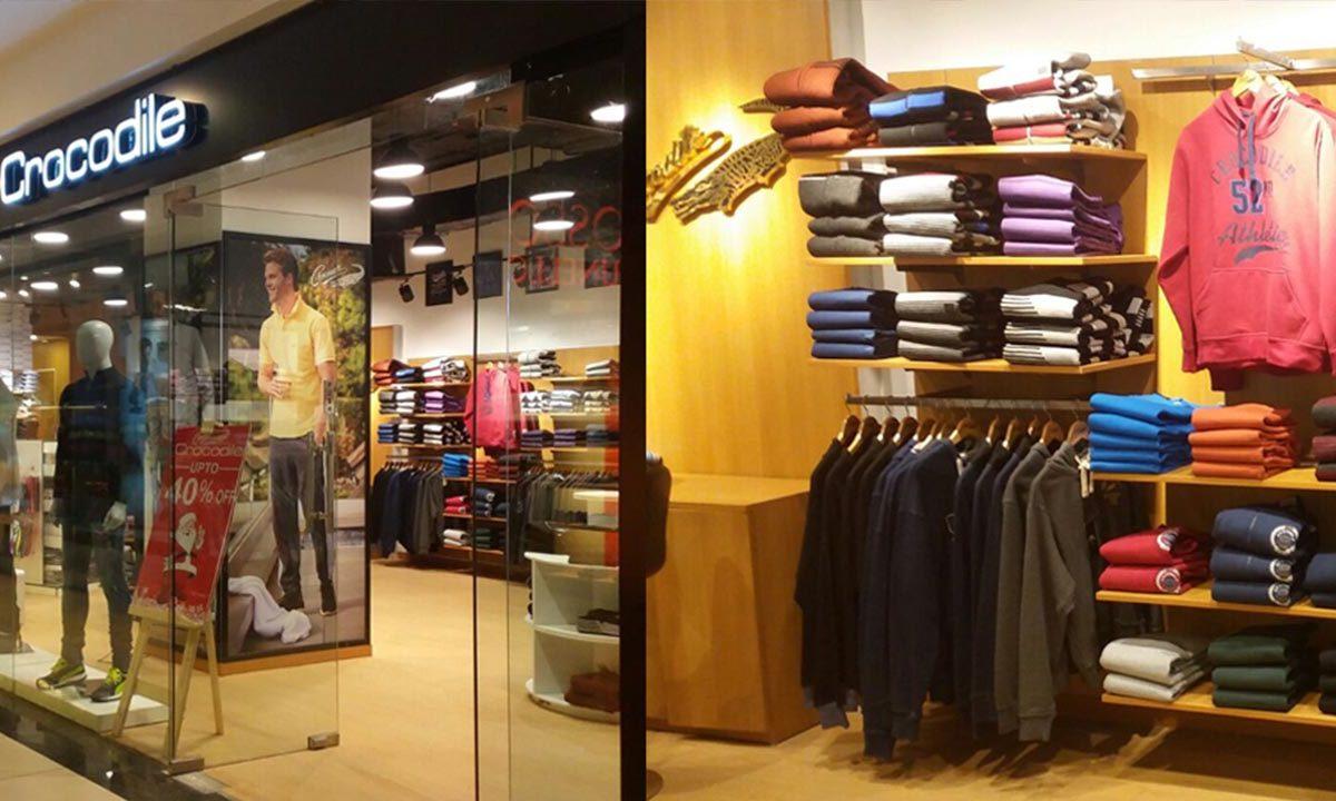 exhibir ropa en una tienda